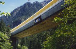 Fellibruecke-mit-Schutztunnel